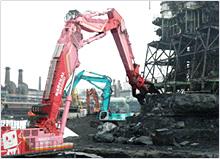 残銑を解体するSK3500D
